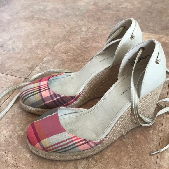 Tommy Hilfiger  Schuhes  Hilfiger  Damenschuhe Canvas Wedge Heel Sandales 8   Poshmark 166425